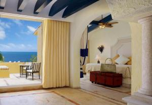 Ocean Front Two Bedroom Presidential Suite Cuadruple