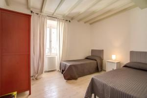 Three Bedroom Apartment Campo dei Fiori - abcRoma.com