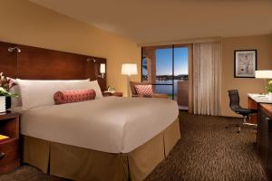 Deluxe King Room Lake View