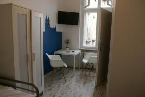 Tenement House, Hostels  Poznań - big - 55