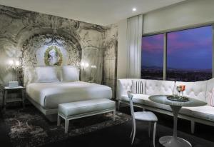 Luxury Signature King Suite
