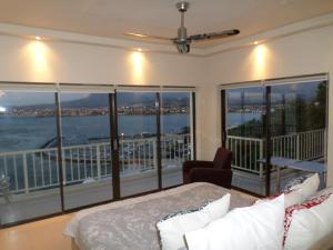 Standard Three-Bedroom Apartment with Sea View