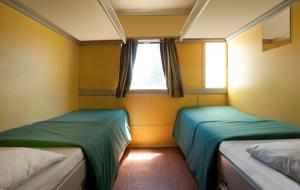 Quadruple Train Compartment with Shared Bathroom