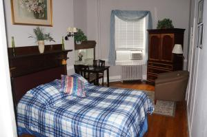 Double Room with One Queen Bed - Second Floor-21