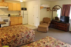 Two Double Beds with Kitchen