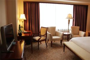 Howard Johnson Club Room
