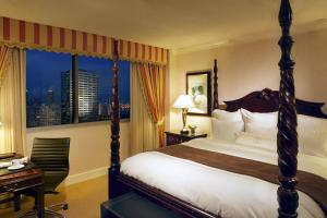 King or Double Room with City View - Club Level
