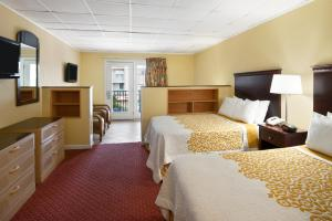 Efficiency Double Room with Two Double Beds and Sofa Bed  - Non-Smoking - Poolside