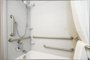 King Room - Disability Access - Non-Smoking with Bathtub