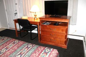 Queen Room with Two Queen Beds Kitchenette - Non Smoking