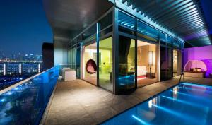 Fantastic Suite with Private Pool, Marina and Pool View