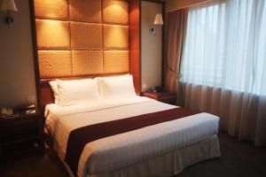 Special Offer - Urban Grand Corner King Suite