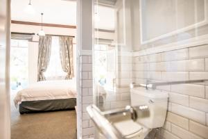 Northern Twin Room/ Wheelchair Friendly