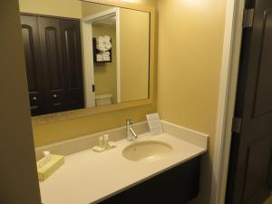 King Room - Disability Access Hearing Accessible - Roll-In Shower