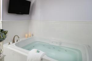 Superior Spa King Room