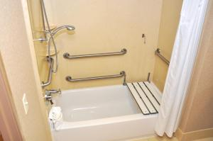 King Suite - Disability Access with Roll In Shower