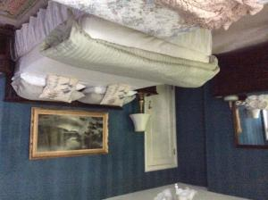 King and Single Room with Shared Bathroom