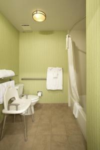 Two-Bedroom Suite with Bath Tub - Disability Access/Non-Smoking