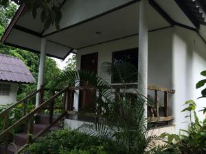 Baansanook Bungalows & Pool