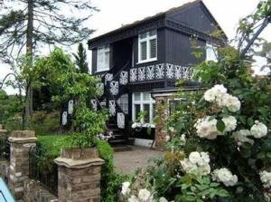 Riverview Cottage in Shepperton, Surrey, England