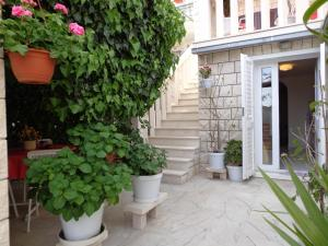 Apartmani & Rooms The Garden