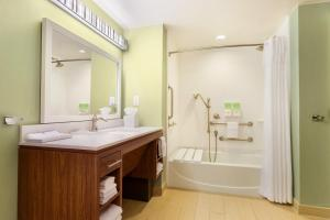 Queen Suite - Hearing Disability Access with Tub
