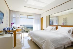 Deluxe Room with partial sea view