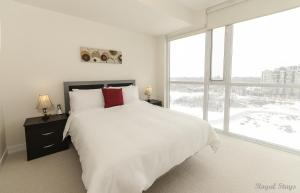 Two-Bedroom Apartment - 330 Burnhamthorpe Road West