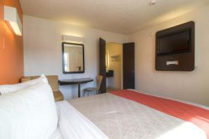 Standard Queen Room (No Resort Fees)