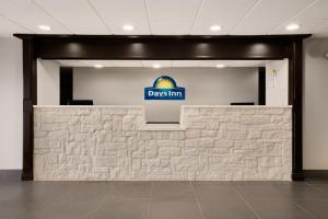 Photo of Days Inn & Suites Kinder