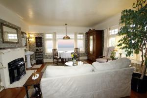 Deluxe King Suite with Ocean View