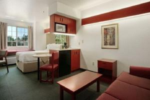 Deluxe Queen Suite - Disability Access - Non-Smoking