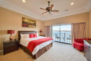 One-Bedroom King Suite with Lake View