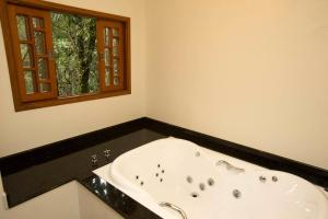 Deluxe Chalet with Hot Tub (2)
