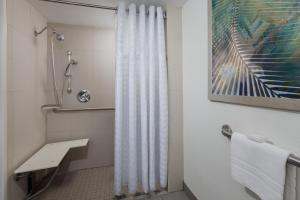 KIng Suite Room with Roll in Shower - Mobility and Hearing Accessible