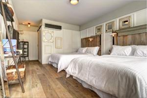 Queen Room with Two Queen Beds with Patio