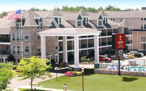 Photo of Crown Choice Inn & Suites Lakeview And Waterpark