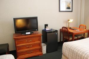 Deluxe Business Double Room with Two Double Beds - Non-Smoking