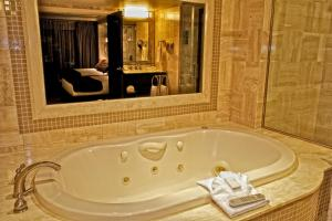 East Tower Luxury Spa Suite- Two Doubles