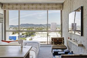 Hollywood Hills View King