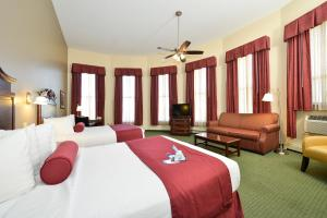 Queen Room with Two Queen Beds - Lake View - Non smoking