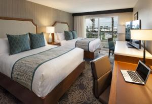 Queen Room with Two Queen Beds with Marina View