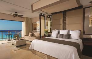 Junior Suite with Ocean View - King Bed