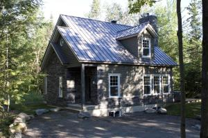 Three-Bedroom Chalet - 2988 Chemin Montpetit