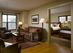 Deluxe Double Suite (Includes Dinner/Beer/Wine (Mon-Thurs))