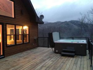 Three-Bedroom Chalet - 95 Chemin des Appalaches