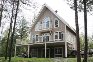 Three-Bedroom Chalet - 241 Chemin Willis