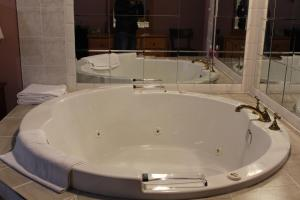 Honeymoon Suite with Spa Bath and Fire Place