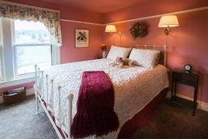 Queen Room with Twin Bed Upper Floor