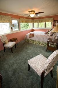 Queen Room with Garden View Upper Floor